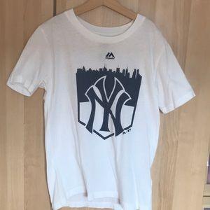 White ny Yankees tee